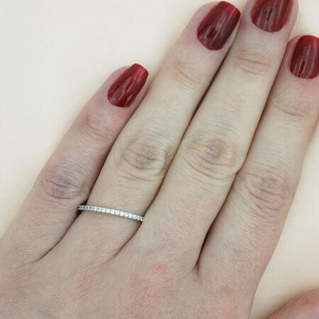 Γυναικείο Λευκόχρυσο Δαχτυλίδι Μισόβερο 14 Καρατίων ΖΙργκόν Λευκές Πέτρες