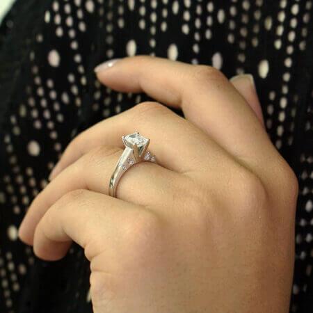 Δαχτυλίδι Λευκόχρυσο Μονόπετρο Ζιργκόν Για Γάμο