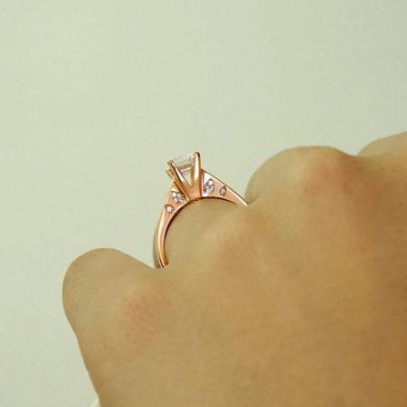 Γυναικείο Μονόπετρο Ροζ Χρυσό Με Ζιργκόν Πέτρες