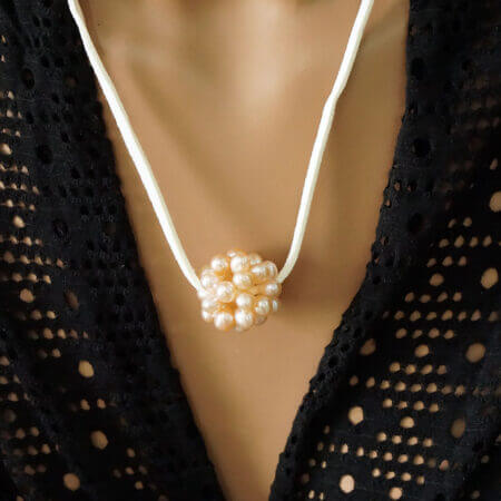 Κολιέ Με Μαργαριτάρια Λευκό Δερμάτινο Κορδόνι Γυναίκα Μενταγιόν Κόσμημα