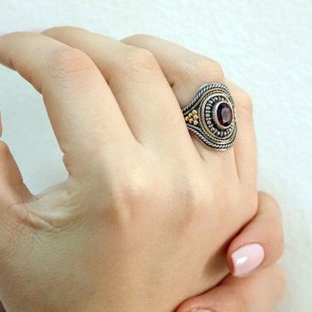 Χειροποίητο Δαχτυλίδι 18Κ 950 Με Πέτρα Ρουμπινίτη