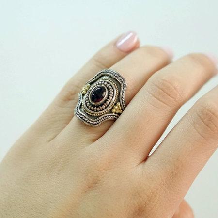 Χειροποίητο Δαχτυλίδι Με Κόκκινη Πέτρα Ρουμπινίτη Ασημόχρυσο 18Κ 950