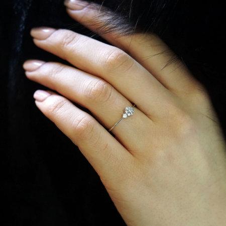 Δαχτυλίδι Με Ροζέτα Με Ζιργκόν Πέτρες Σε Λευκόχρυσο 14 Καράτια