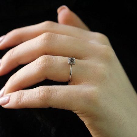 Γυναικείο Λευκόχρυσο Δαχτυλίδι Ροζέτα 14Κ Με Καφέ Και Λευκές Πέτρες Ζιργκόν