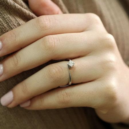Λευκόχρυσο Μονόπετρο Δαχτυλίδι Φλόγα 18Κ Με Διαμάντι Κοπής Brilliant