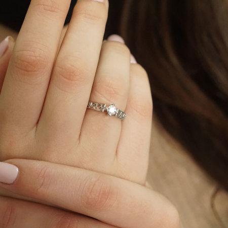 Περίτεχνο Δαχτυλίδι Μονόπετρο Με Διαμάντι Brilliant Σε Λευκόχρυσο 18Κ